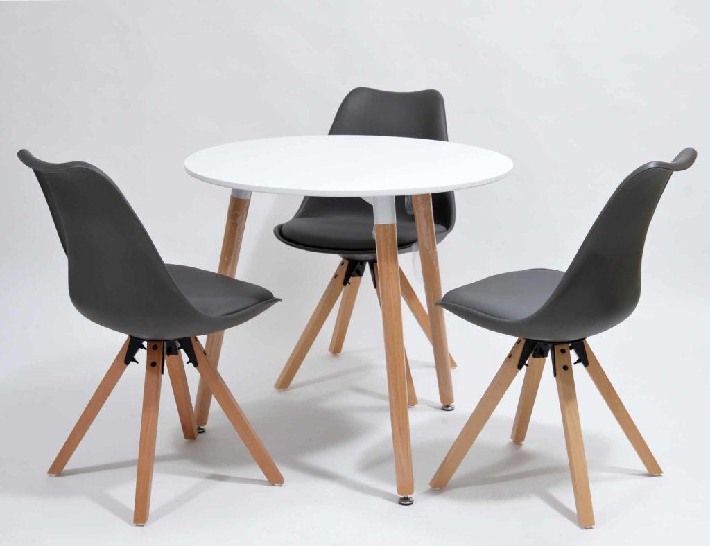 Nowoczesne krzesła skandynawskie i stolik